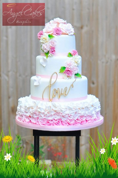 Luxury Wedding Cake in Pink with ruffles
